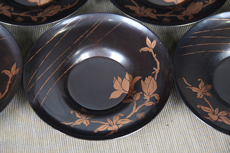 日本杯托 铜制杯托五客 圆形玉兰花图案,龙字款识,日本比较经典铜杯托